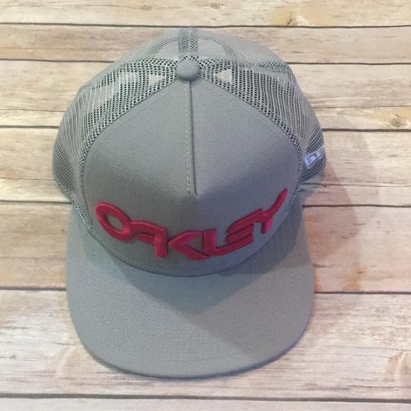 4708d348bd9 NWOT- Grey Oakley Blackout New Era SnapBack Cap.